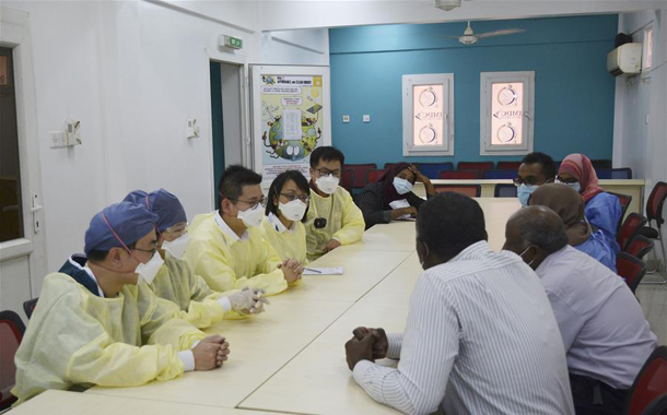 Chinese experts communicate with local medical workers at hospital in Khartoum, Sudan